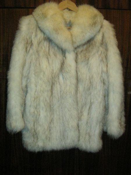 Палто и яка от сребърна лисица