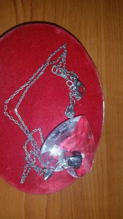 Vand colier din argint cu medalion Swarovski in forma de inima.