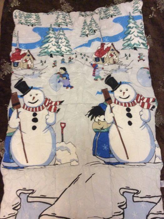 Детское стёганное одеяло с бортиками и постельным бельём для манежа.