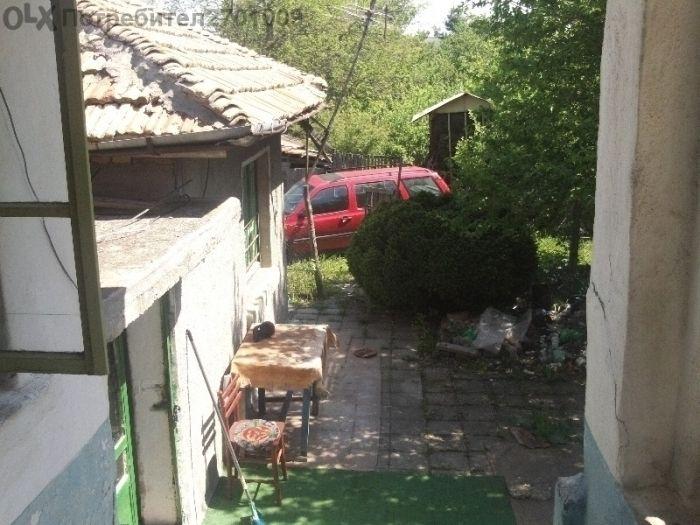 къща и дворно място