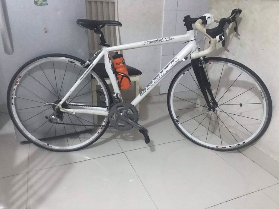 Bicicleta de estrada profissional e outros acessório
