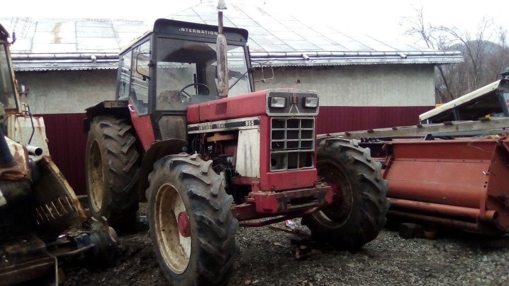 Dezmembrez Tractor IHC 955