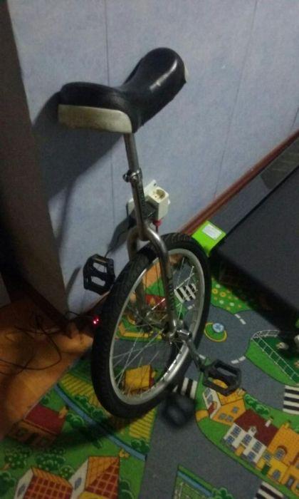 Monociclu FishBone,bicicleta cu o roata,spectacol,clown,carnaval,circ