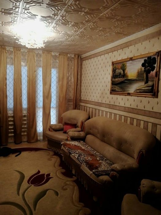 Продаётся 3 комнатная квартира 2 этаж 10 мкрн.
