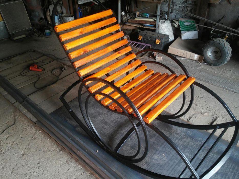 Продам кресло-качалку новую