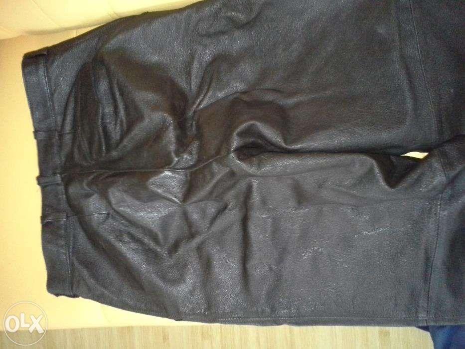 Vand pantaloni din piele culoare negra