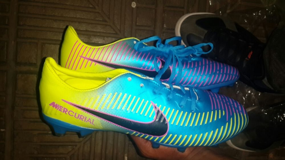 ce4bdab0f4 Chuteiras Nike futebol Bairro do Mavalane • olx.co.mz