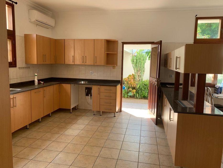 Na Sommerchield II, Moradia T4 (2 suites), 2 WCs, Piscina, Jardim, C Sommerschield - imagem 5