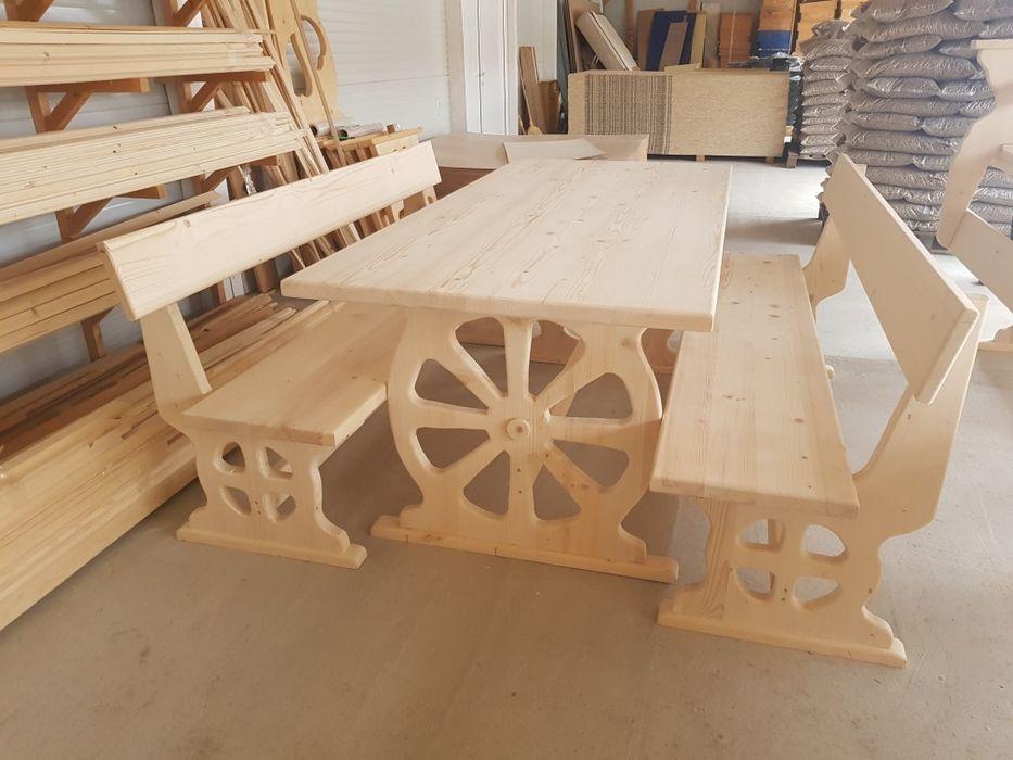 Дървени маси и пейки дървен материал и пилети