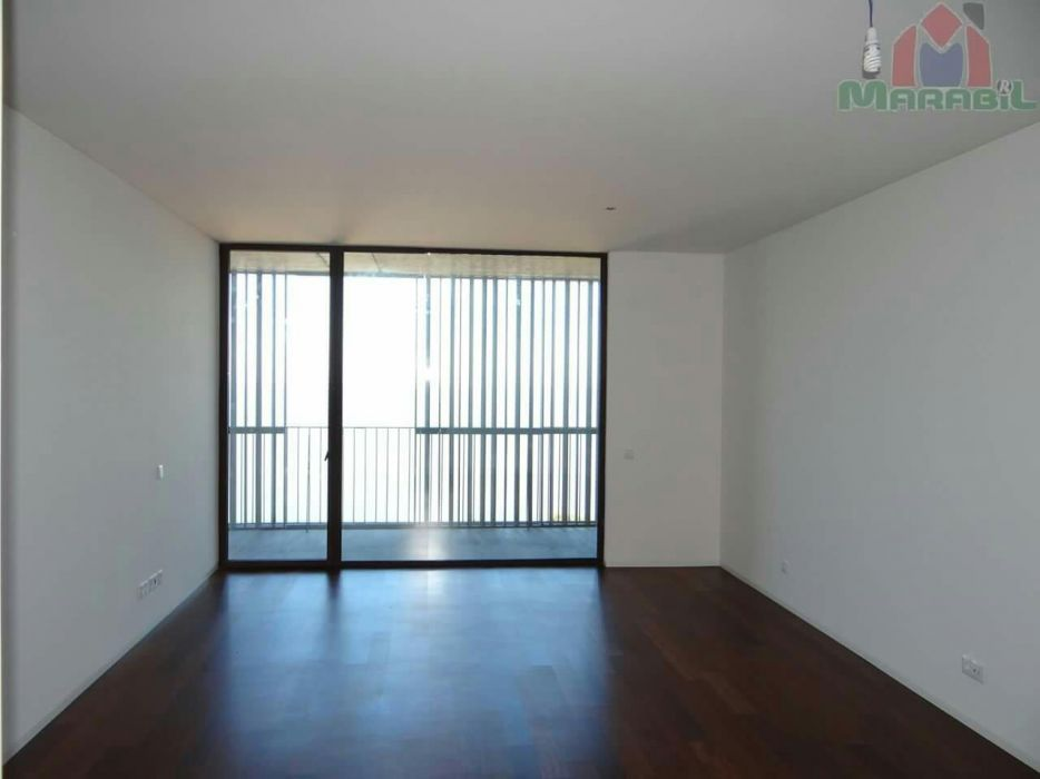 Arrenda-se apartamento tipo 2 na polana no edifício 130 jn