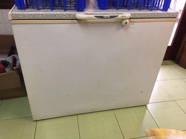 Vendo Lote de 3 Congelador de 320 Litros por 10.000 meticais Aproveita