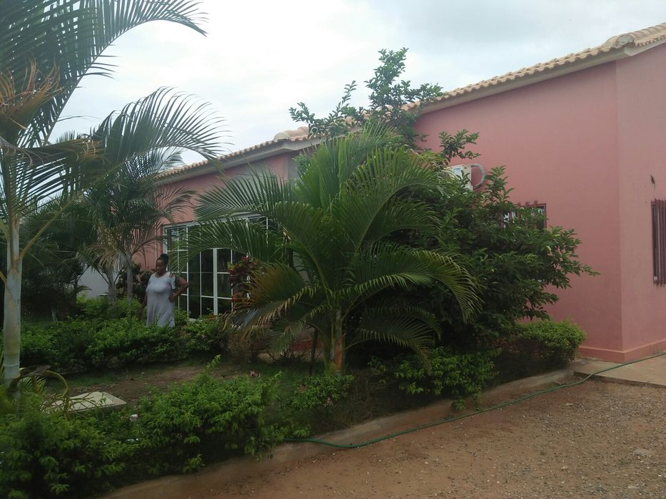 Vende-se vivenda T2 no patriota Kilamba - imagem 4