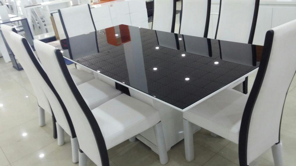 Mesa zr. de jantar com 8 cadeira.directo.a entrega é montagen,