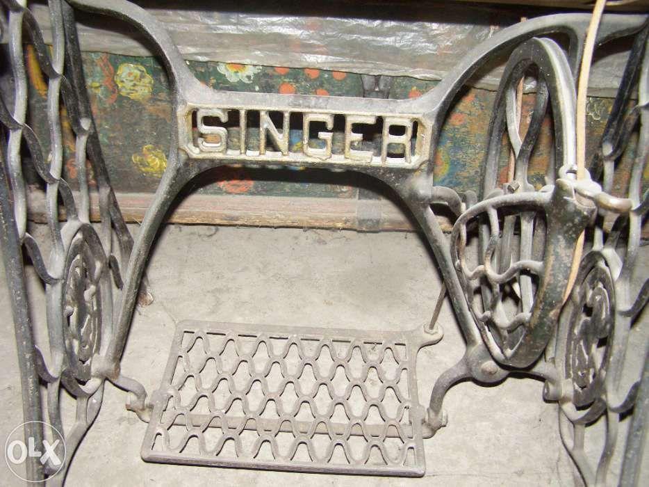 Masina de cusut veche pentru colectionari