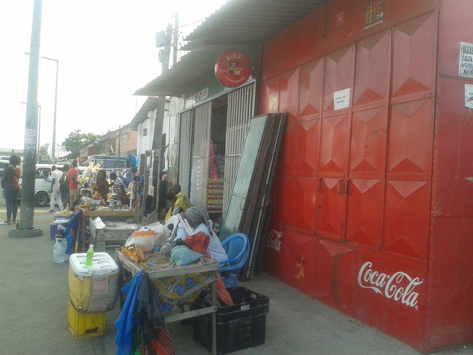 Alugo uma loja no Benfica na paragem