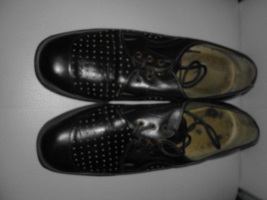 Подарък кецове с покупка на мъжки обувки от естествена кожа