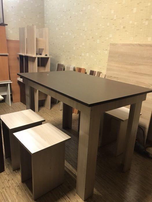 Обеденный стол, 4 табуретки