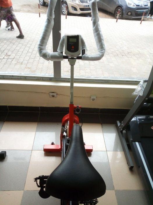 Bicicleta de uso em casa nova