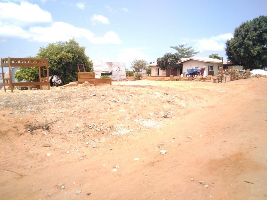 Vende-se este terreno de 5 hectares, no Patríota frente a estrada prin