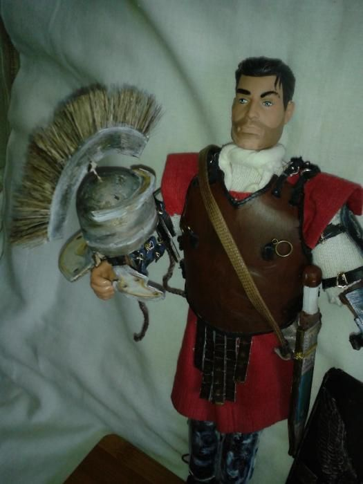 soldat centurion roman cu sabie pumnal lorica scut casca figurina 1/6