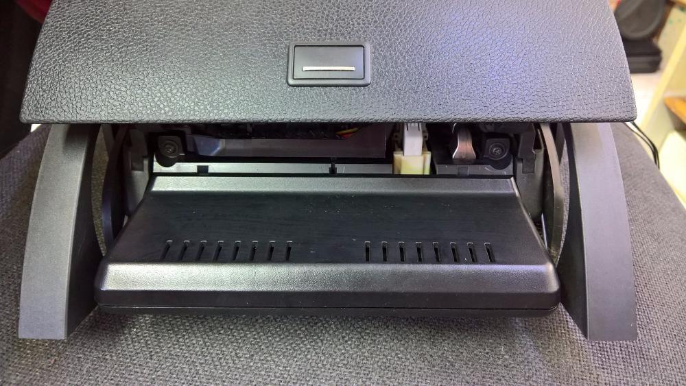 Ремонт на големия дисплей Mercedes C-Class W204