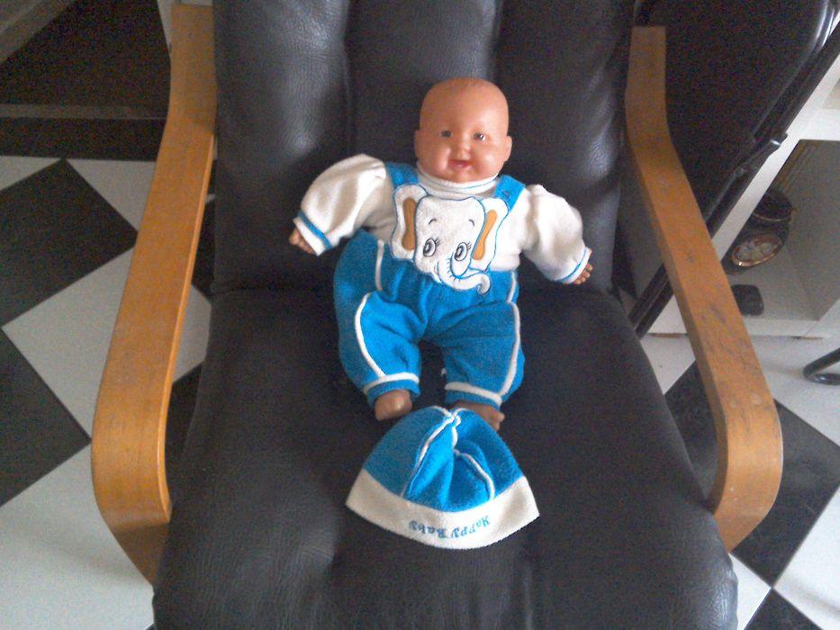 Jucărie păpuşă bebeluş, băieţel - 48cm, care râde (pe baterii)