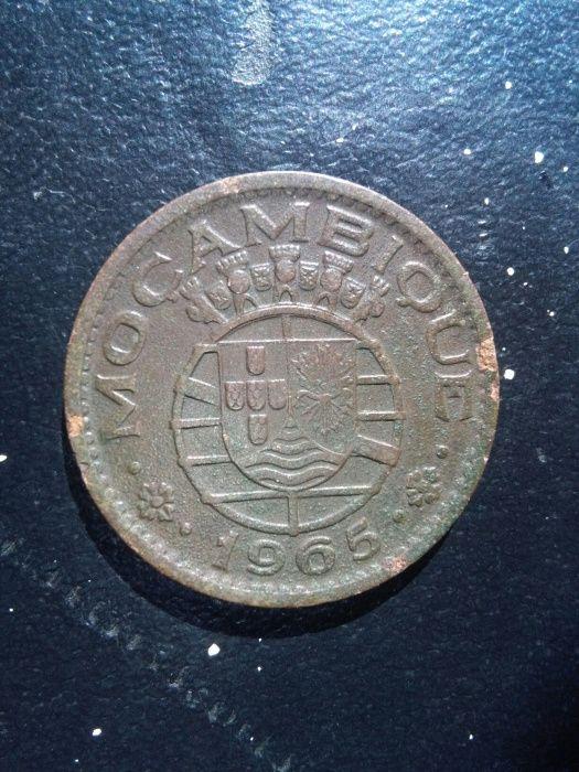 Moeda de 1 escudo colonialista a venda
