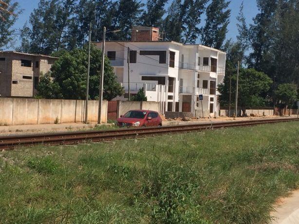 Mahotas 50x100.Vedado Maputo - imagem 3