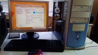 Компютър с монитор +ДВД записвачка и СД записвачка Плекстор