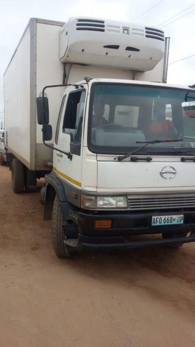 Camião Frigorífico | Toyota | Hino | Pb.: 10 toneladas | Operacional