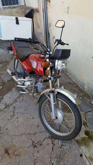 Motos com caixa hermetrica e capacete