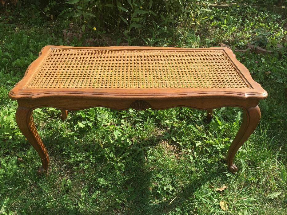 """Старинна маса за хол в стил """"Луи XV"""""""