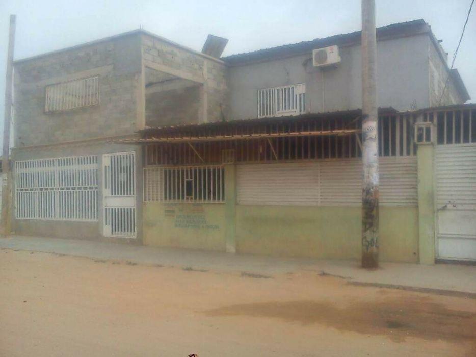 Vende se está casa por detrás do hospital geral de Luanda t5