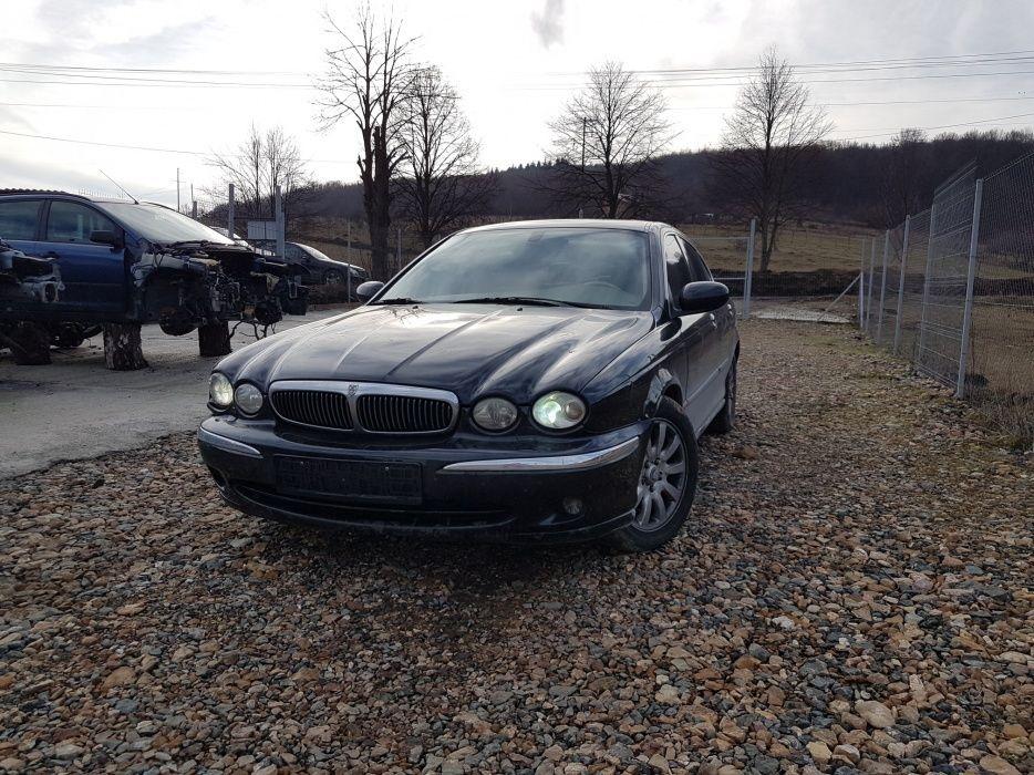 Dezmembrez Jaguar X-Type 2.5 benzina 4×4 2002