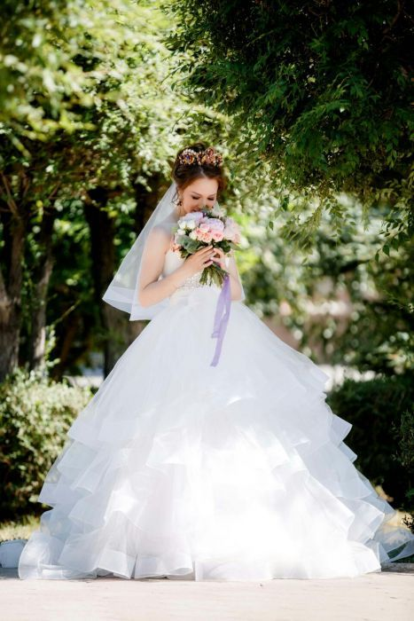 Очень красивое свадебное платье можно обмен на оверлок