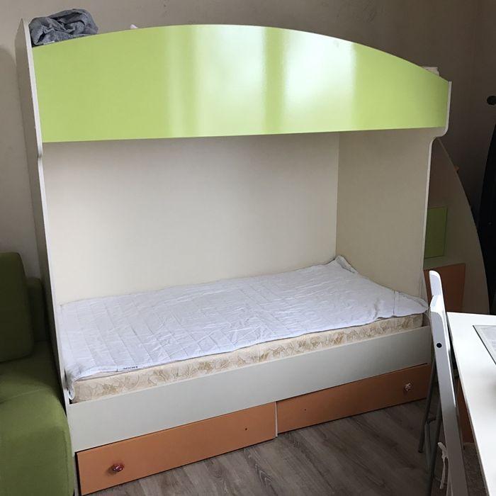 Детская 2-х этажная кроватка + матрасы+ рабочий стол