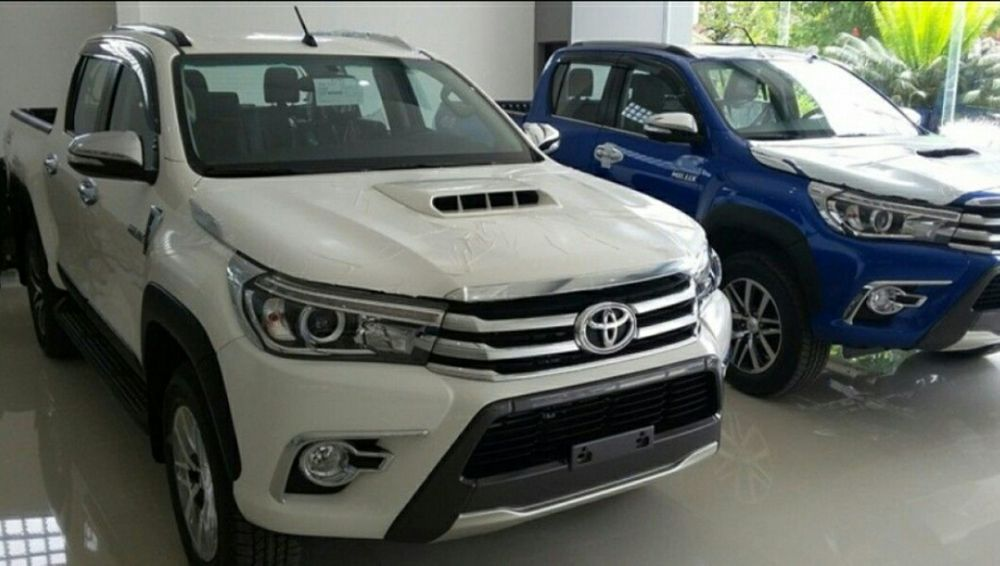 Toyota Hilux SR5 full option petrol automatic