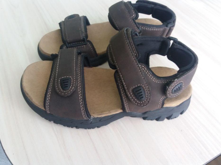 Нови маркови сандали SONOMA