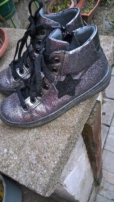 Детски обувки естествени материали
