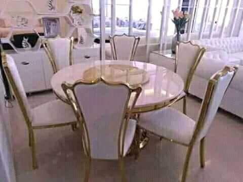 Vende se mesa de 6 cadeiras