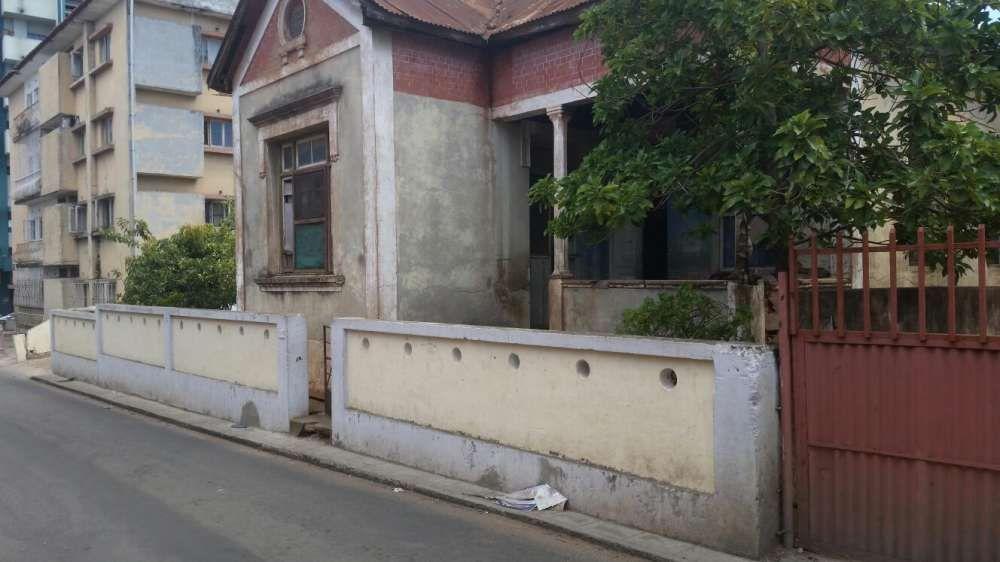 Vende-se uma ruína na cidade de Maputo, bairro central na zona d ronil