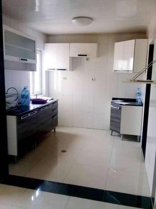 Arrendamos Apartamento T3 Condomínio Pedras de Angola em Benfica