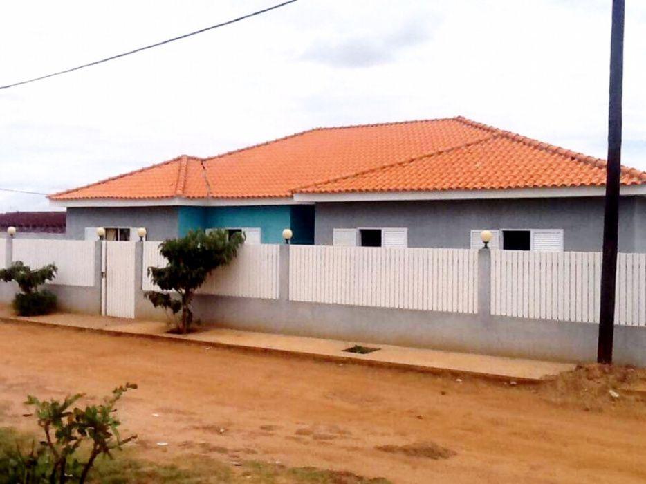 Vendemos Vivenda T4 Com Anexo Em Lubango