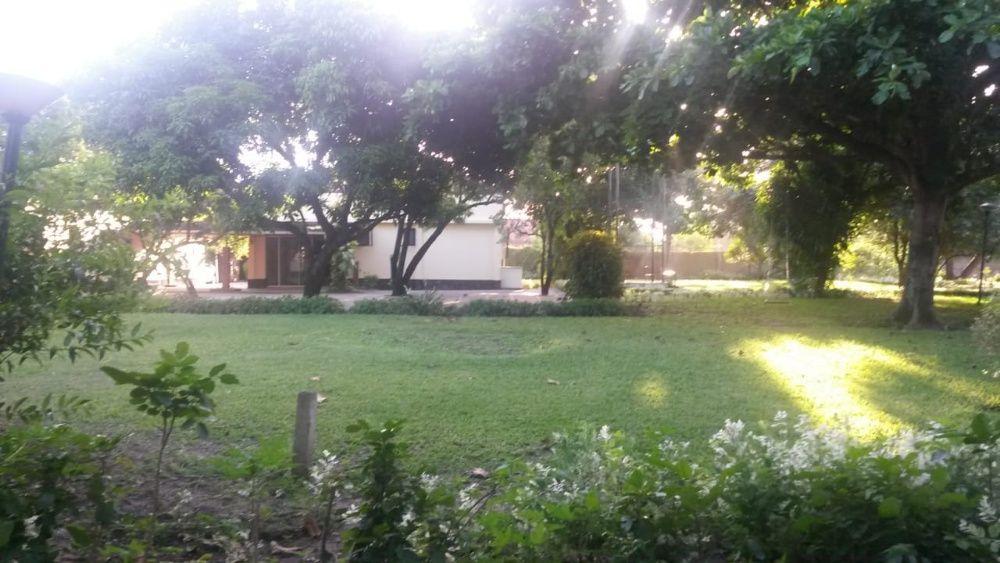 Vende-se moradia quintal enorme C.Matola