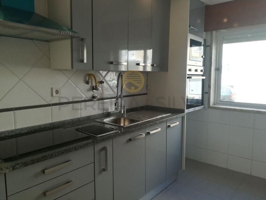 Apartamento T2 Remodelado no Cacém perto de Lisboa