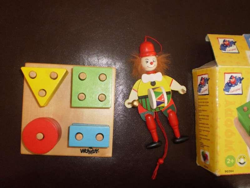 """Woody Низанка """"Форми и цветове"""" с подарък дървен палячко"""