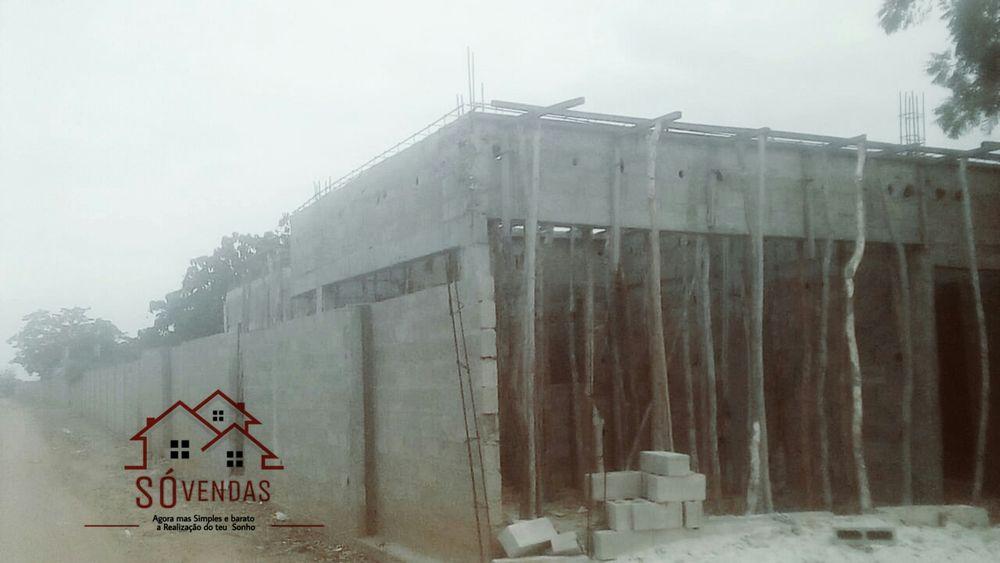 uma casa está localizada no kikuxe por ditras do resote banto