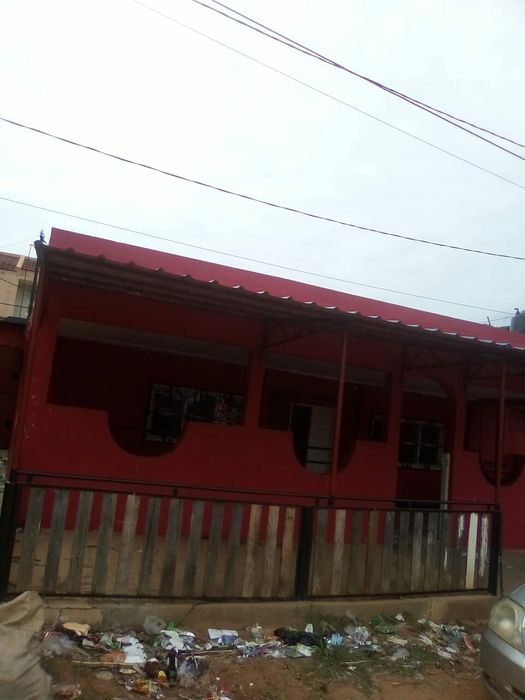 Bar. Proximo ha esc primaria kurula ( b maxaquene) Malhangalene - imagem 2