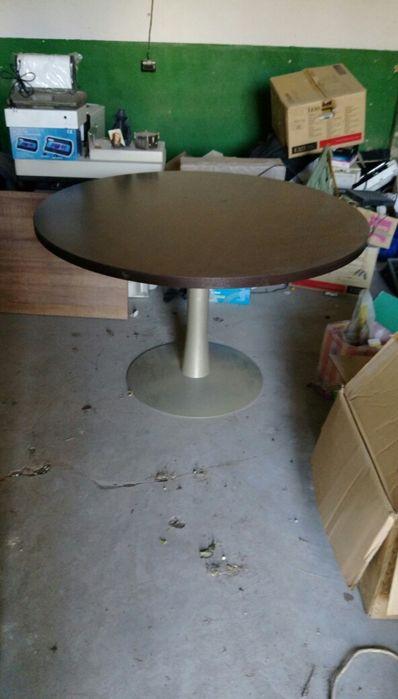 Стилна маса с метален крак