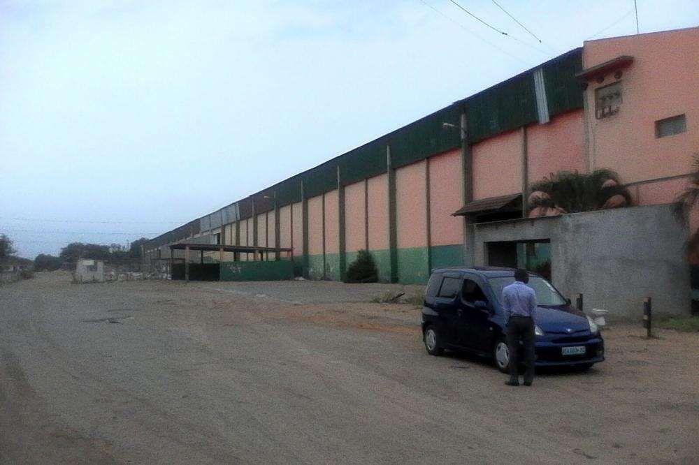 Arrendo armazem na Av das Industrias na Matola com 18750 m2